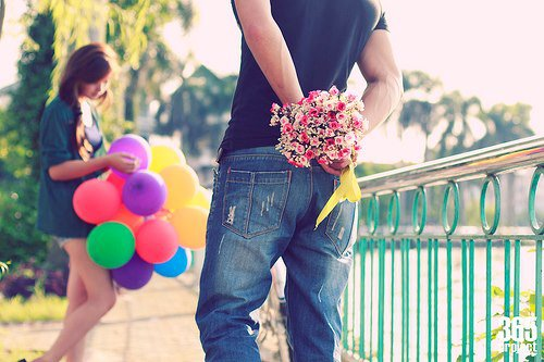 boy-couple-cute-flowers-Favim.com-835248.jpg (500×333)
