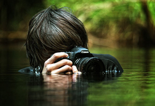 http://s9.favim.com/orig/130822/boy-camera-photography-water-Favim.com-868637.jpg