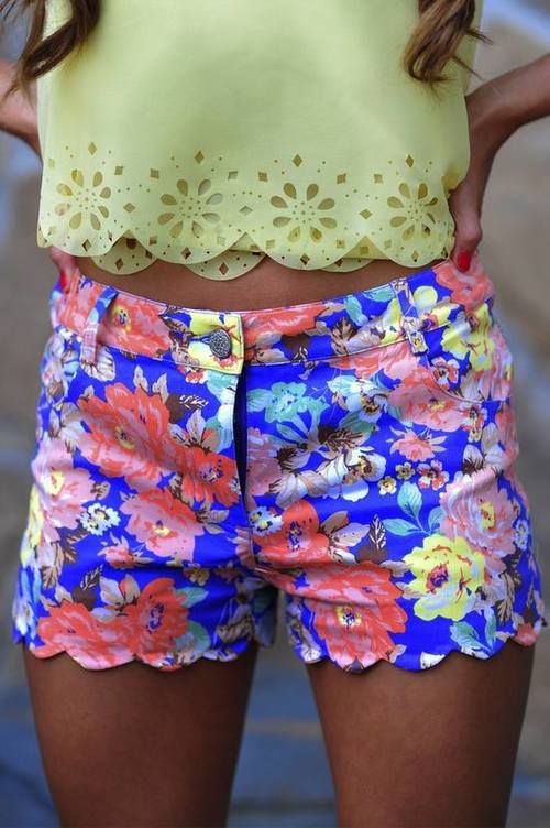body, outfit, tan, beautiful, colourful, love, passion, cute, fashion, print, flower, Hot, perfect, summer, sexy, amaizing, top, ppretty, shape, shorts
