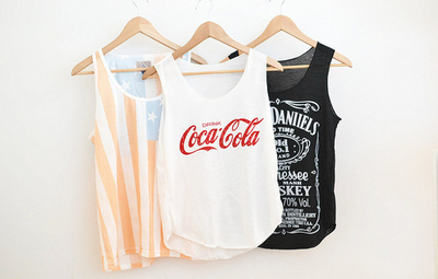 adiction, state, amazing, b&w, clothes, black & white, black and white, coca cola, jack daniels, drink, fashion, usa, drinking, t-shirt, girl, whiskey, stars, style, want this