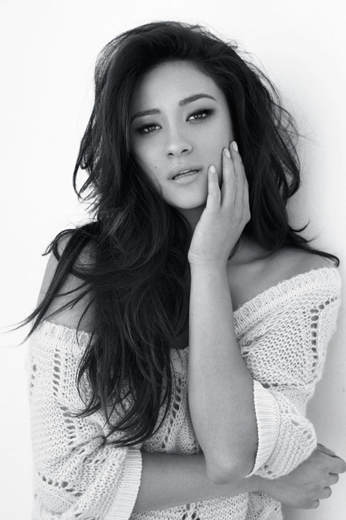 shay mitchell, preto e branco, pll, emily fields, love, pretty little liars