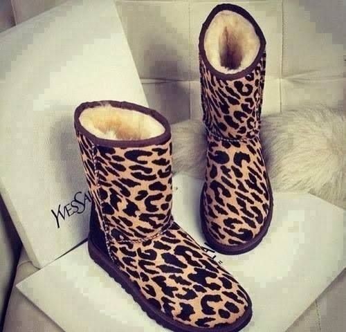 pink, snow boots, uggs, leopard, jullnard, fashion pink, hot girl, jullnard accessories, colorful makeup, cute gold phone case, watch bracelet diamond, hand rings collection infinity, chanel style girly